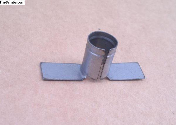 6207289 Holder for horn brush keeper